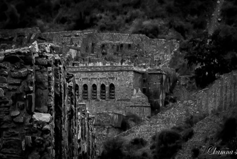 Bhangarh Fort (Rajasthan) : Are Ghosts Only To Blame For All Deaths Inside The Most Haunted Place Of Asia